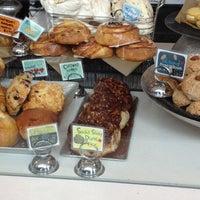 Das Foto wurde bei Flour Bakery + Cafe von Jeff D. am 4/15/2013 aufgenommen