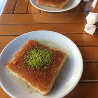Photo taken at arsuz asfur künefe by Mesut S. on 8/28/2017