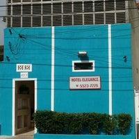 Foto tirada no(a) Hotel Elegance por Eduardo R. em 4/16/2014