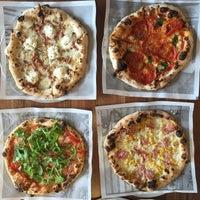 รูปภาพถ่ายที่ Pizzeria Locale โดย Rusty P. เมื่อ 6/10/2015