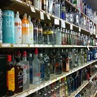 Photo prise au Vas Foremost Liquors par Zoe S. le1/19/2014
