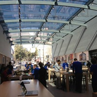 Photo taken at Apple Palo Alto by Heather B. on 3/1/2013