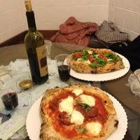 Foto tomada en Gusta Pizza por Heather B. el 4/19/2013