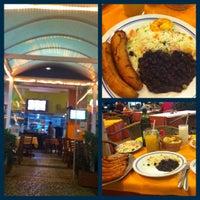 Photo taken at Restaurante Meia Pataca by Arthur H. on 10/28/2012