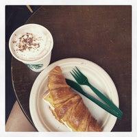 Photo taken at Starbucks 星巴克 by lito l. on 1/23/2015