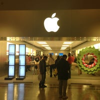 Photo taken at Apple Bridgewater by Alex on 12/24/2012