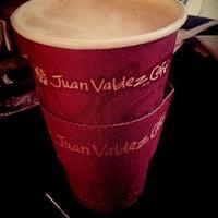 Foto tomada en Juan Valdez Café por Cyn P. el 9/20/2013