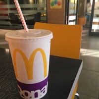 Photo prise au McDonald's par Zeynep K. le8/3/2017