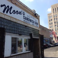 Photo prise au Moon's Sandwich Shop par Eli O. le7/22/2014