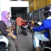 Photo taken at Honda Semoga Jaya by hendra a. on 8/4/2014