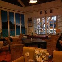 Photo taken at Aloha Aina Chef Dimas -Refined Hawaiian Cuisine by Chef Dimas Soeyono. by Hendro W. on 11/13/2012