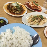 Photo taken at Seaview Seafood Restaurant by Muhammad Izzul H. on 4/19/2016