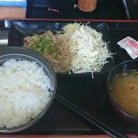 Photo taken at Yoshinoya by Fuji@ e. on 7/26/2015