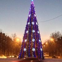 Photo taken at Ёлка у Мэрии by Славик О. on 12/24/2012