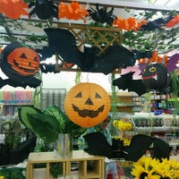 Photo taken at The Daiso (ザ・ダイソー) by Stallone T. on 10/14/2015