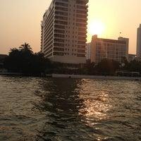 2/15/2013 tarihinde Pharuehat H.ziyaretçi tarafından Mandarin Oriental, Bangkok'de çekilen fotoğraf
