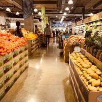 Foto scattata a Whole Foods Market da mydarling il 3/28/2018