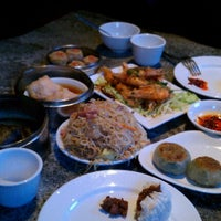 Photo taken at Bo Lings by Nancie P. on 10/20/2012