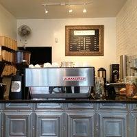 Foto tomada en Prodigy Coffee por Sam B. el 12/25/2012