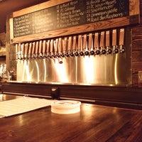 Photo prise au Arts and Crafts Beer Parlor par Sam B. le6/20/2014