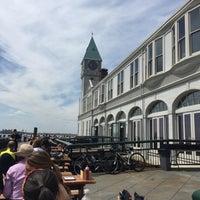 Das Foto wurde bei Pier A Harbor House von Sam B. am 4/18/2015 aufgenommen