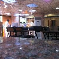 Снимок сделан в Luloua Restaurant пользователем Abdullah A. 10/13/2012