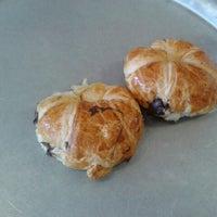 Foto tomada en Croissants Alfredo por Neveria L. el 9/24/2012