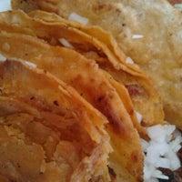 Foto tomada en Tacos Juan por Neveria L. el 10/1/2012