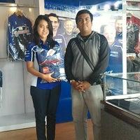 Photo taken at Yamaha Flagship Shop by Raden Bramandika A. on 12/28/2015