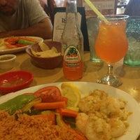 7/5/2013 tarihinde Stephanie M.ziyaretçi tarafından La Tapatia Mexican Restaurant and Cantina - Concord'de çekilen fotoğraf