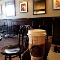 Das Foto wurde bei Starbucks von Kyo S. am 5/18/2016 aufgenommen