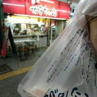 Photo taken at あべのたこやきやまちゃん 天王寺北口店 by OSaM on 4/9/2016