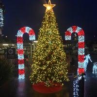 Снимок сделан в Villa Market пользователем Alex B. 12/28/2012