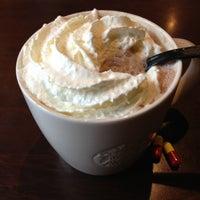 Foto tomada en Starbucks por Jade L. el 11/21/2012
