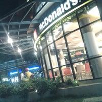 Photo taken at McDonald's by เมฆ รังสิต on 6/27/2013