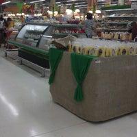 Foto tirada no(a) Sonda Supermercados por Jessy J. em 1/5/2013