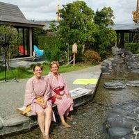 Photo taken at 大江戸温泉物語 浦安万華郷 by Marilia M. on 10/9/2012