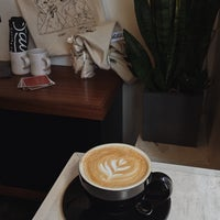 Снимок сделан в City of Saints Coffee Roasters пользователем Ksienija J. 1/24/2018