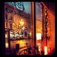 Foto tirada no(a) Cafe King Pong por Zina M. em 12/30/2012