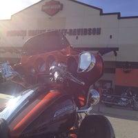 Foto tomada en Pomona Valley Harley-Davidson por Walt C. el 12/27/2013