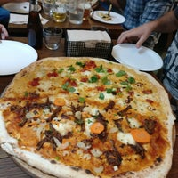 Photo prise au Homeslice Pizza par Garzhia le8/31/2018
