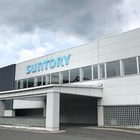 Photo taken at サントリー天然水 奥大山ブナの森工場 by おはぎ on 7/23/2017