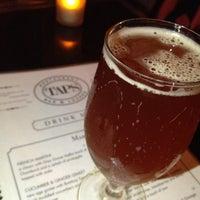 Photo prise au Taps Wine & Beer Eatery par Amit M. le4/27/2013
