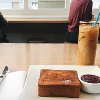 Photo taken at Blue Bottle Coffee by Chester W. on 9/19/2015