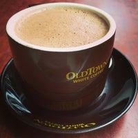 Photo taken at OldTown White Coffee by Jiggee J. on 4/28/2015