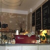 Photo prise au Café µ (mü) par Elizabeth S. le4/20/2017