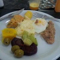 Foto tirada no(a) Melk Restaurante por Talita B. em 4/29/2013