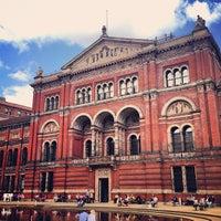 Das Foto wurde bei Victoria and Albert Museum (V&A) von Andrew N. am 6/2/2013 aufgenommen
