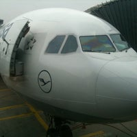 Foto tirada no(a) Lufthansa Business Lounge / Tower Lounge (Non Schengen) por Samvel A. em 10/23/2012