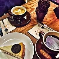 รูปภาพถ่ายที่ Two Cups Coffee โดย Gözde G. เมื่อ 2/14/2015